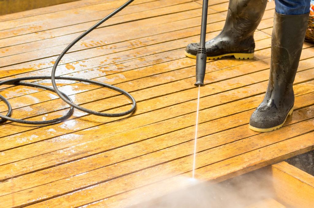 czyszczenie tarasów drewnianych