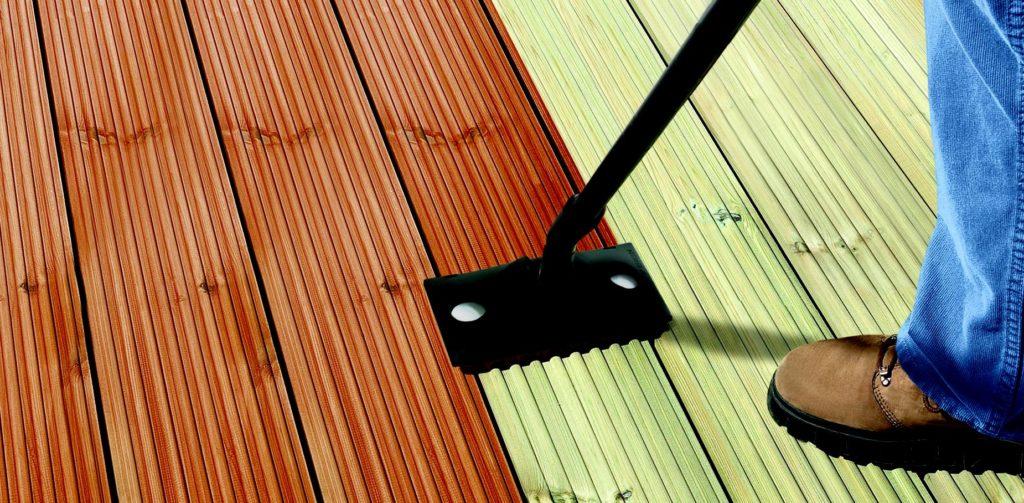 mechaniczne czyszczenie tarasów drewnianych