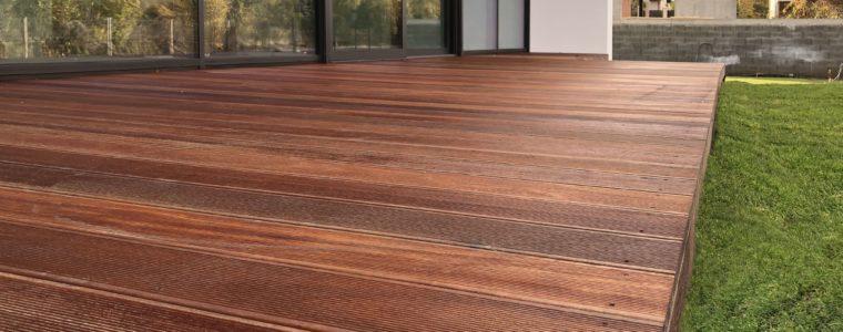 Drewno na taras i inne elementy zewnętrzne – na co zwrócić uwagę?