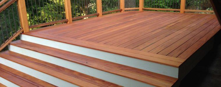 Jak zabezpieczyć konstrukcje drewniane na zewnątrz przed promieniowaniem UV?