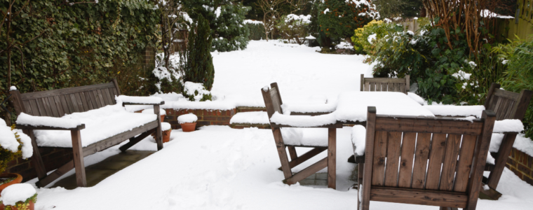 Jak zabezpieczyć drewno, by dobrze zniosło zimę?
